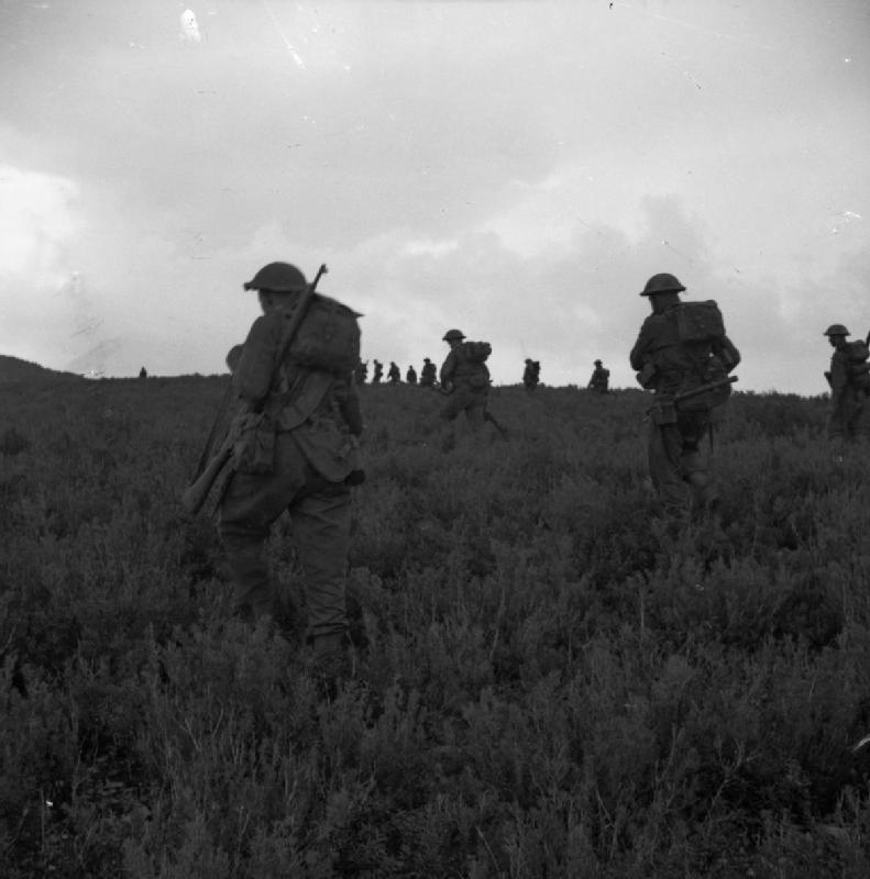 2nd Coldstream Guards advance on Longstop Hill, 25 December 1942; IWM NA 332
