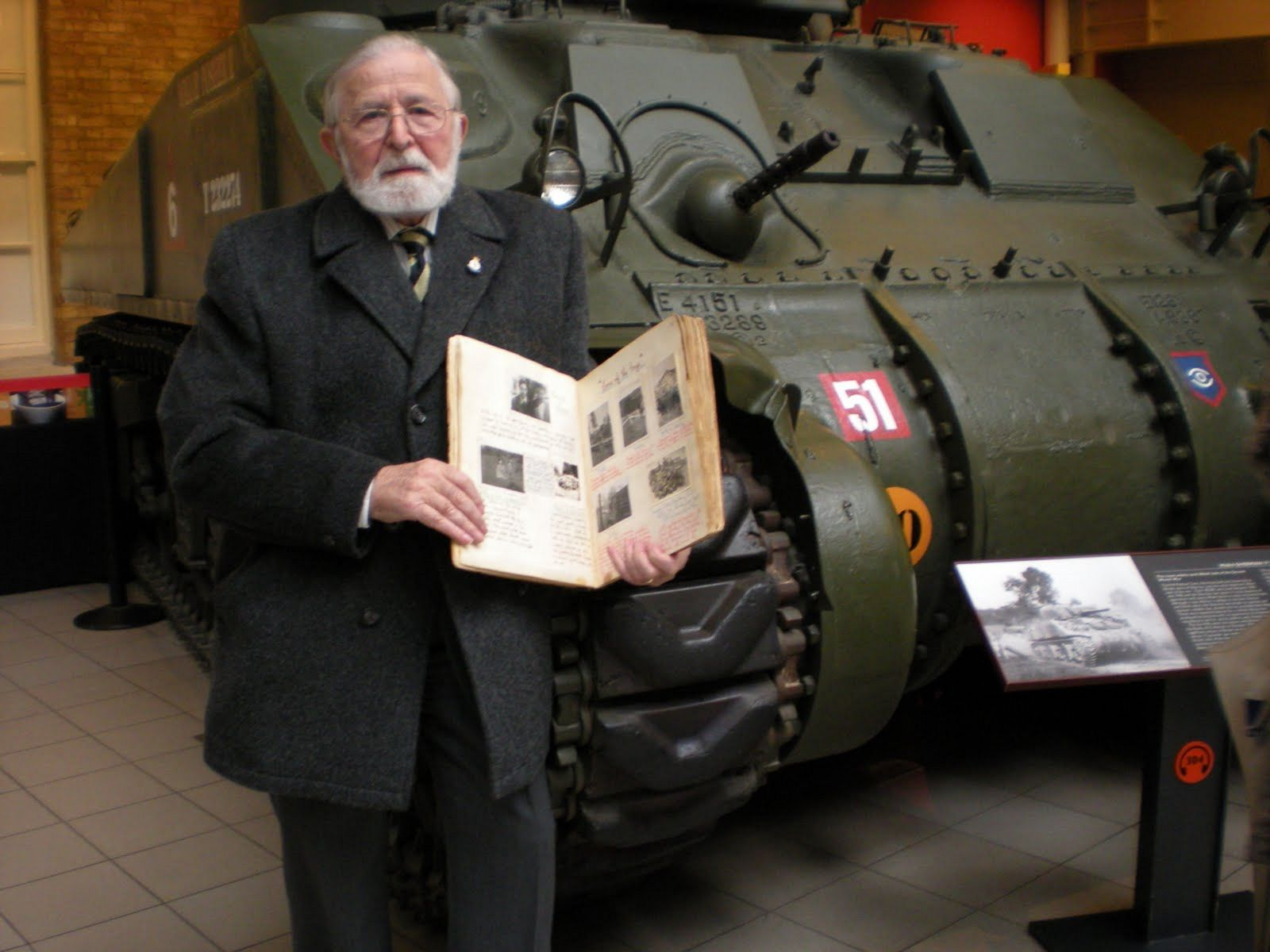 DSCN2778 Ron with Album & a Guards Armoured Division Sherman