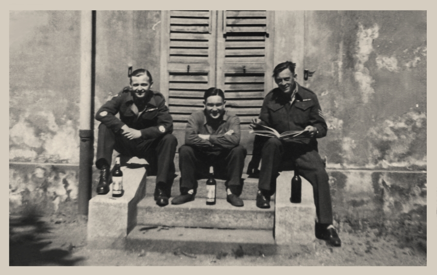 Reg Elliott 4758451   Photo   6 York&Lancs   Monza   April 1946 (Middle)