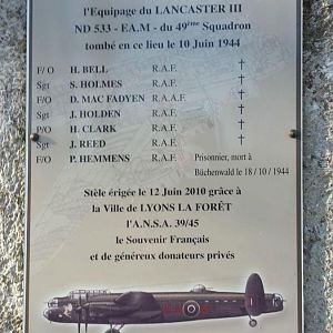 Remebrance Plaque for Lancaster ND5333 EA-M and her crew.